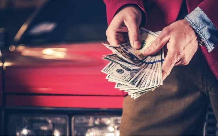 В течении какого времени берут деньги с банковской карты магазине