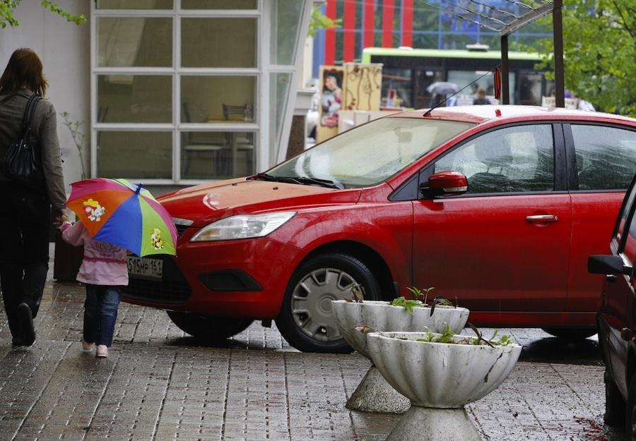 Куда можно пожаловаться на неправильно припаркованный автомобиль